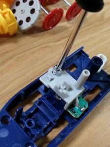 ハッピーセットプラレール電池交換05