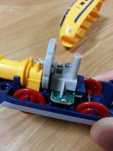 ハッピーセットプラレール電池交換14